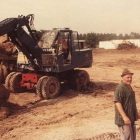Erdarbeiten im 2. Bauabschnitt. Vorn im Bild: Polier Horst Stehmer