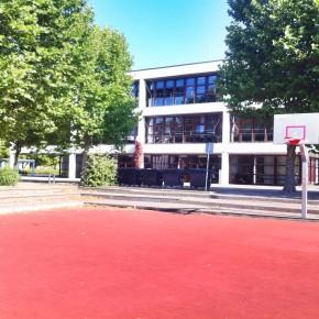 Roter Platz und Bau 1