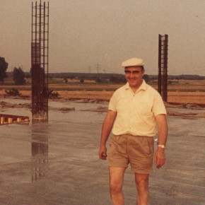 Direktor Brandes besichtigt seine Baustelle