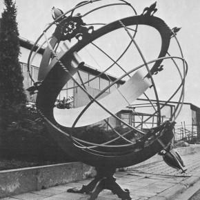Vor dem Transport ans Copernicus. Von Helmut Neumann entworfen, von Dr. Hartmut Link berechnet und von Schlossermeister Alex Netscher in Handarbeit gestaltet - die Sonnenuhr zeigt die Zeit mit einer Ablesegenauigkeit von ca. 2 Minuten an.