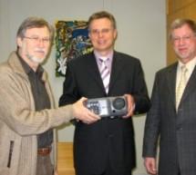 Spende der Volksbank:  Zwei Beamer für das Copernicus-Gymnasium