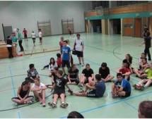 10c gewinnt Mitternachtsvolleyballturnier / Lehrer-Teams überraschen