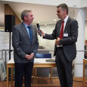 Schulleiter Peter Müller mit dem SAP-Ausbildungsleiter Herr Karl-Heinz Obert