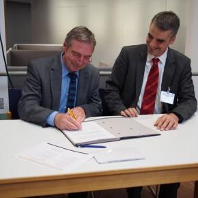 Feierliche Unterzeichnung des Vertrages