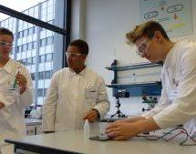 Zu Gast im Schülerlabor der BASF: Forschen wie die Großen