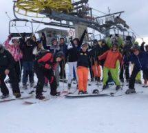 Der Neigungskurs Sport fährt Ski (4)