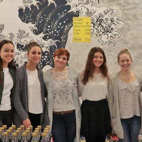 Frau Geißler und die Schülerinnen der SMV
