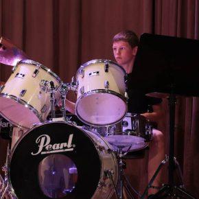 Til am Schlagzeug.