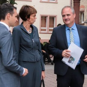 Herr Uhde, Frau Ruder-Aichelin vom Regierungspräsidium und Bürgermeister Herr Martus