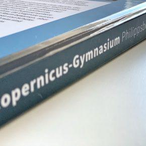 Mit nicht einmal 1200 g und ultraleichter Heftung ist die Festschrift mobiler als je zuvor. Dabei besitzt sie eine Seitendiagonale von 14,5 Zoll.