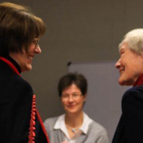 Frau von Renteln im Gespräch mit Frau Voigts, Lehrerin bis 2002