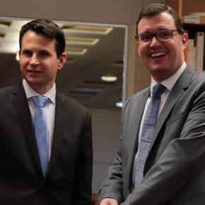 Schulleiter Thorsten Uhde und der Vorsitzende des Freundeskreises, Dr. Alexander Belz
