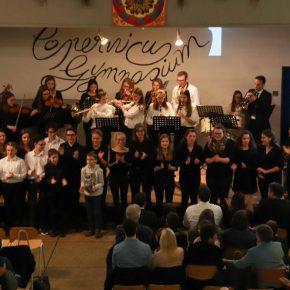 Schlusspunkt: Band und Chor