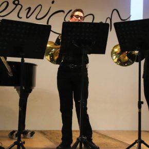 André (Klasse 10), Florentin (Klasse 8), Ronja (KS1), Johannes Klasse 8) und Melanie (KS1): Rondeau