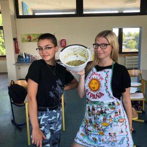 Guacamole bei der Qualitätskontrolle