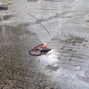 Fand den Weg aus Herrn Uhdes Büro in den Schulhof: unser Wassersprenger