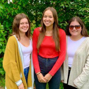 Isabel (stellvertretende Schülersprecherin), Leonie (Schülersprecherin), Suna (stellvertretende Schülersprecherin)