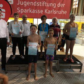 Siegerehrung 50m Rücken männlich mit Jonas B