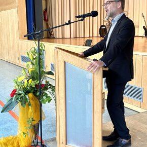 Elternbeiratsvorsitzender und Gastgeber Matthias Hutter